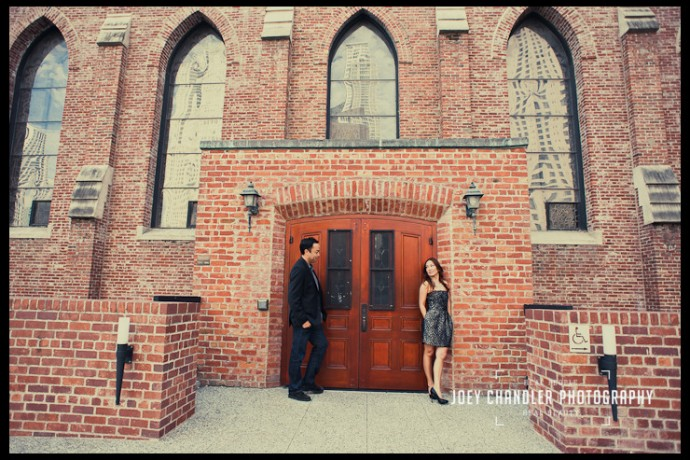 In the imosing entrance of the brick facade of San Francisco's Jewish Museum, a well-dressed couple flirts.